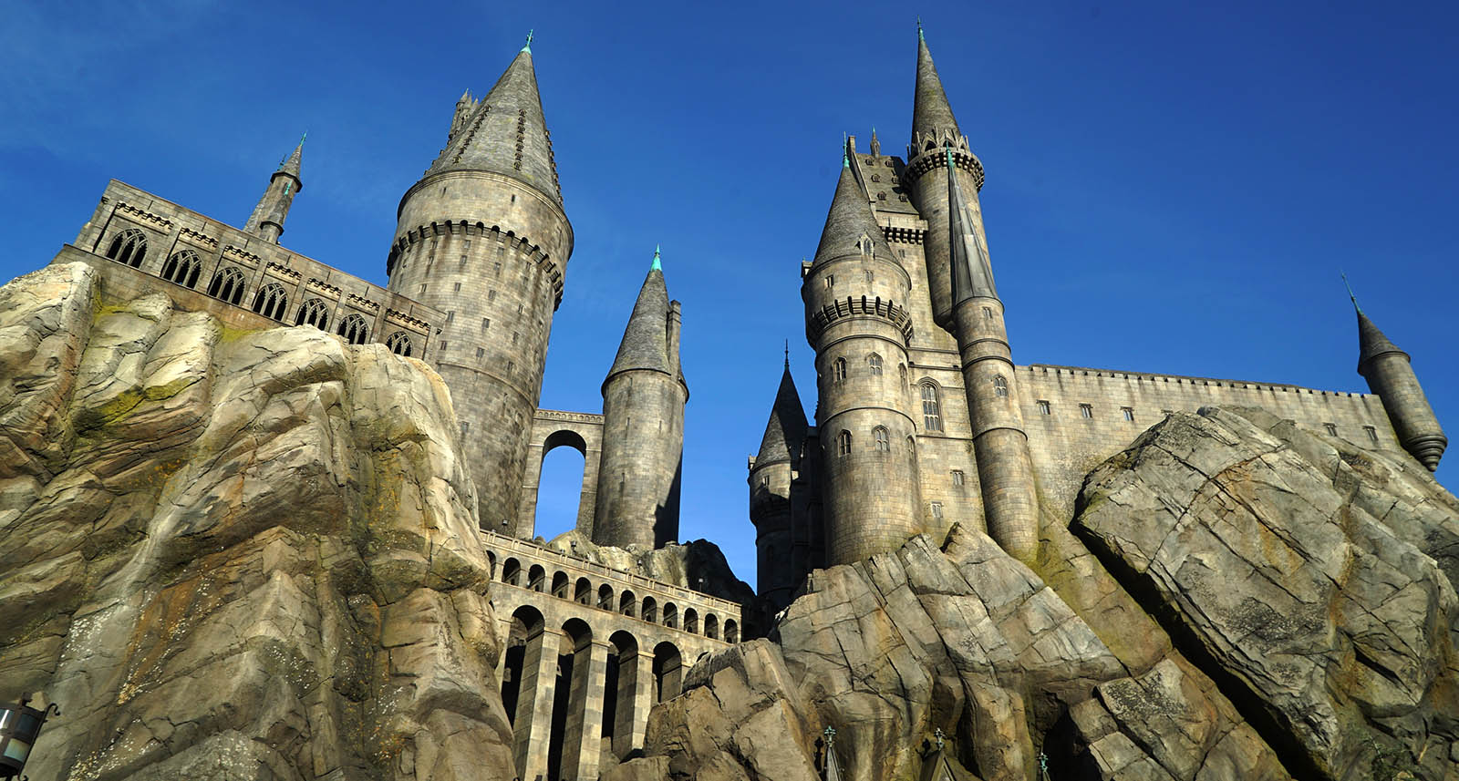 A First Look At The Wizarding World Of Harry Potter At ...