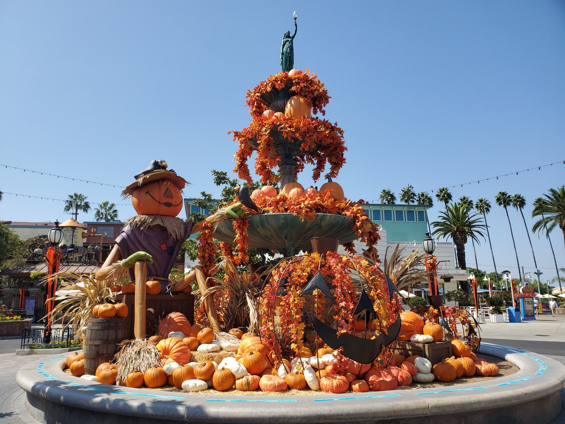 Knott S Berry Farm Debuts A Taste Of Fall O Ween For The Halloween Season Inside Universal
