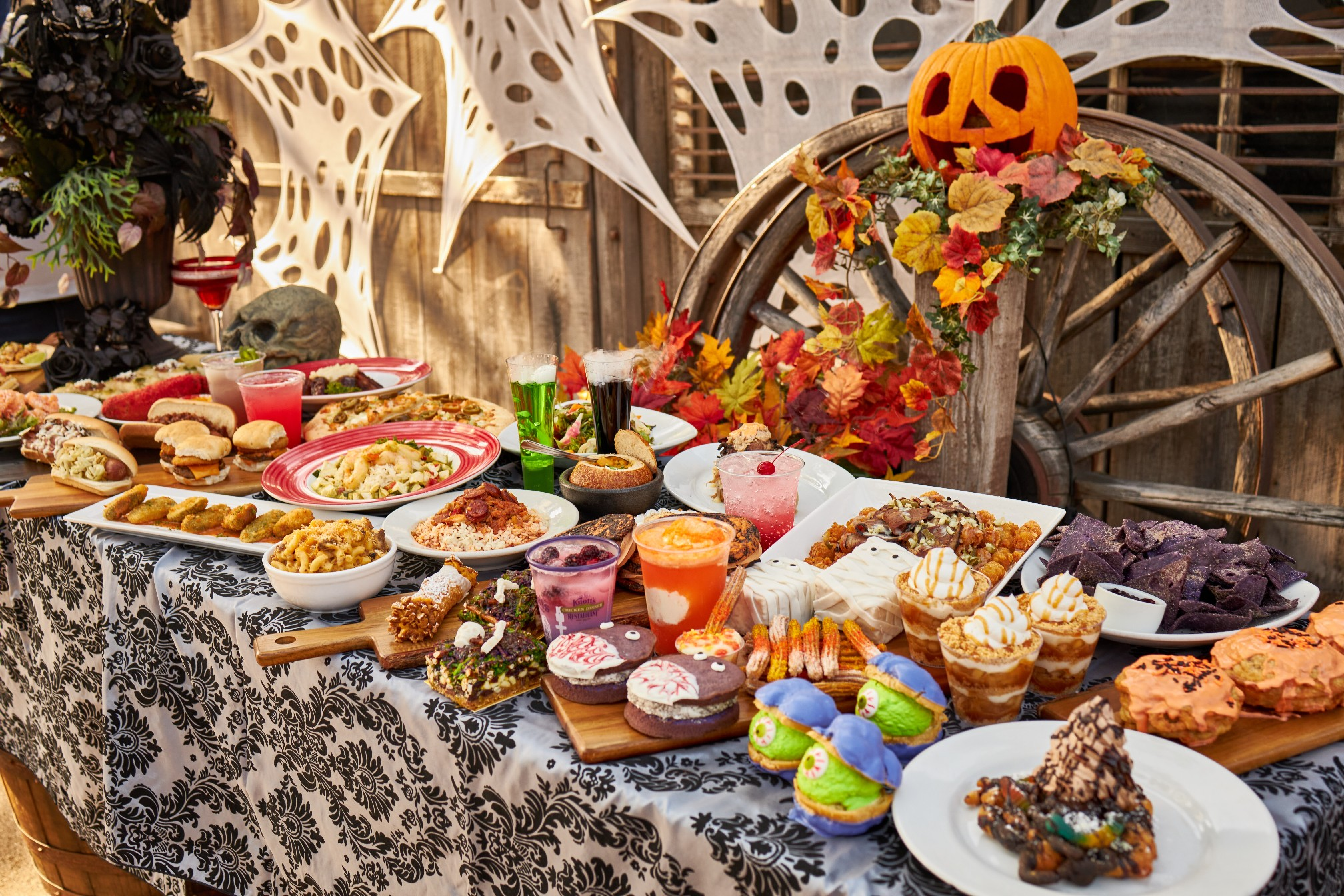 Knott S Berry Farm Announces New Taste Of Fall O Ween Event Inside Universal